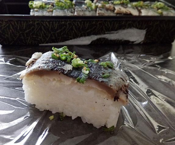 「炙り〆秋刀魚押寿司[8貫](540円)」断面