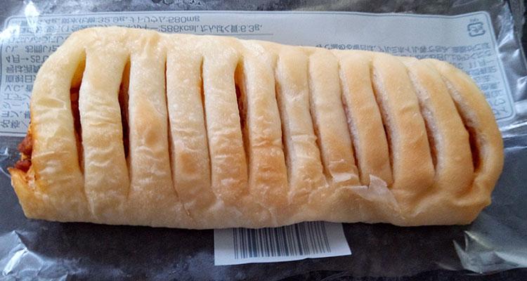 ファミリーマート「もっちパン[ミート&チーズ](108円)」
