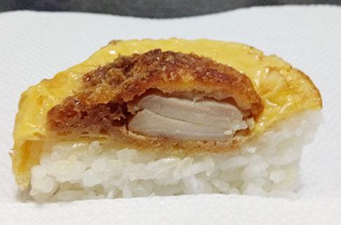 100円ローソン「かつ丼風むすび(160円)」断面