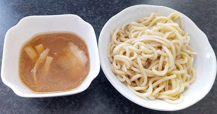 セブンイレブン「具付きつけ麺(240円)」
