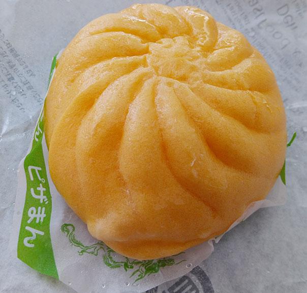 ファミリーマート「チーズたっぷり熟成生地のピザまん(130円)」