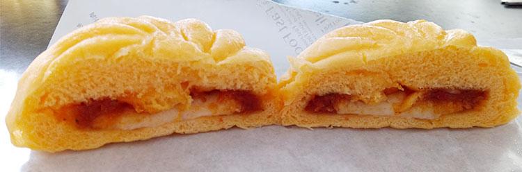ファミリーマート「チーズたっぷり熟成生地のピザまん(130円)」断面
