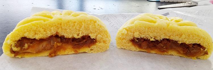ファミリーマート「チーズカレーまん(130円)」