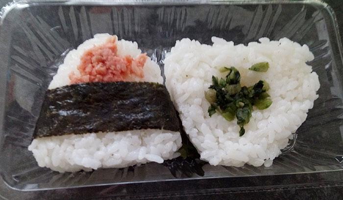 100円ローソン「おにぎり2個入り[鮭・野沢菜](108円)」