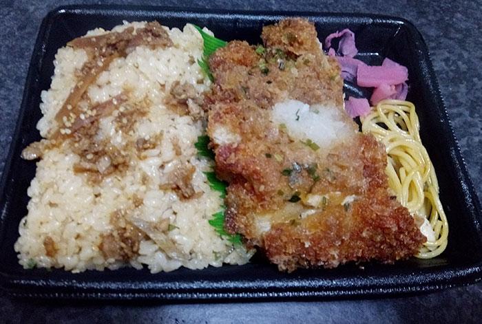 ファミマ「鶏めし&みぞれチキンカツ弁当(498円)」