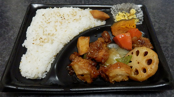 デイリーヤマザキ「鶏の黒酢あん弁当(498円)」