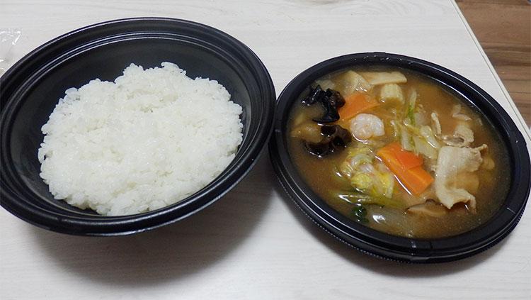 ファミリーマート「ごま油香る!五目中華丼(498円)」
