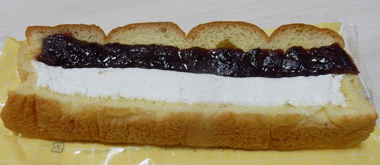 ローソン「ずっしりつぶあん&ホイップパン(125円)」
