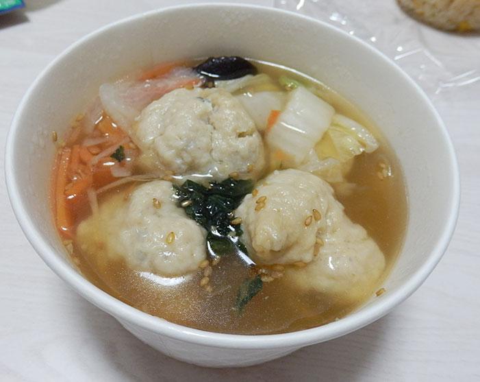 ファミリーマート「鶏と蓮根のつくね入り和風スープ(398円)」