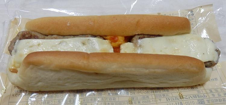 デイリーヤマザキ「たっぷり焼きそばパン(135円)」