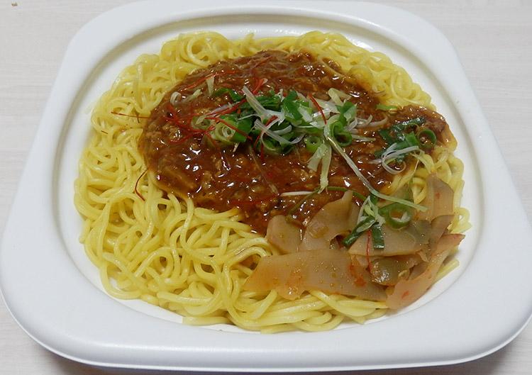 ピリ辛肉味噌あんのジャージャー麺(498円)