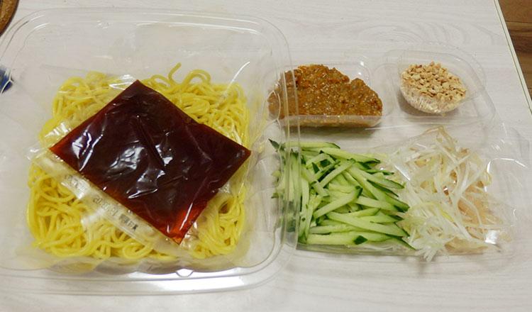 ローソン「冷し担々麺[重慶飯店監修](498円)」