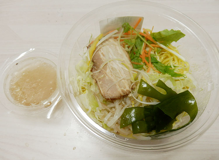 セブンイレブン「ゆず塩ドレッシングで食べるサラダラーメン(300円)」