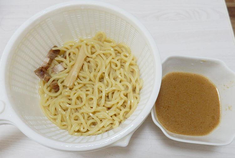 炙り焼豚の極太つけ麺(248円)