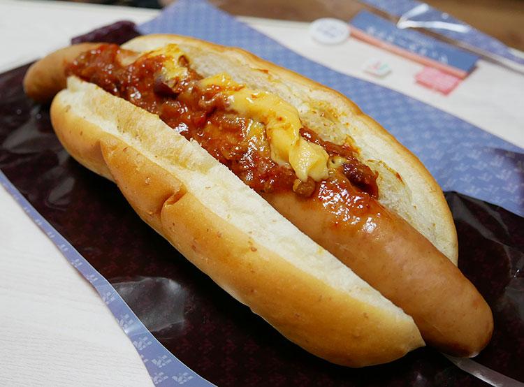 大きなソーセージチリチーズドッグ