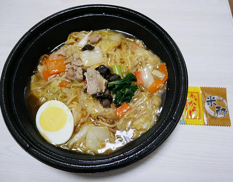 ローソン「[関東限定]1/2日分の野菜が摂れるあんかけ焼そば(498円)」