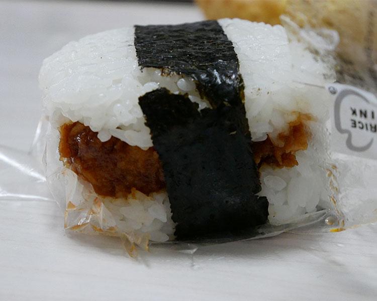 セブンイレブン「サンドおむすび ソースカツ(150円)」