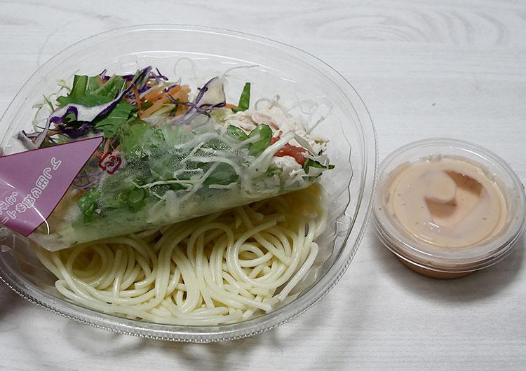 デイリーヤマザキ「明太子と蒸し鶏のパスタサラダ(298円)」