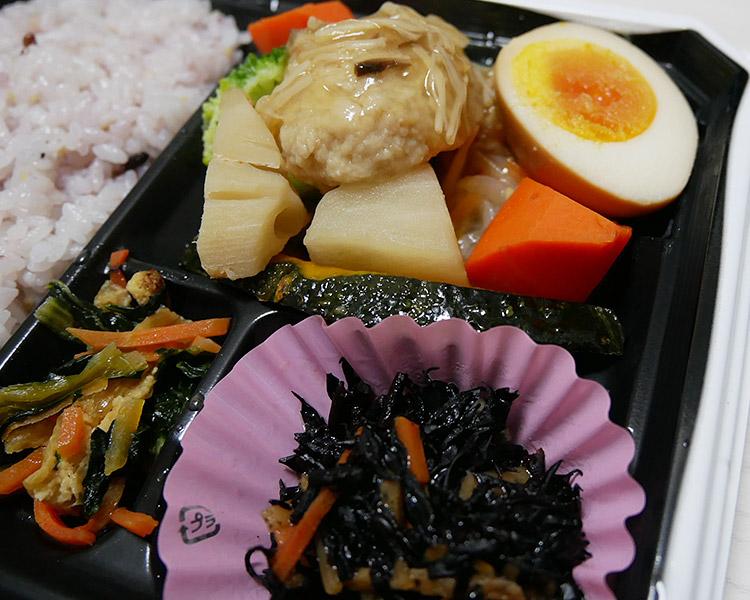 雑穀ご飯と彩り野菜のバランス弁当(399円)