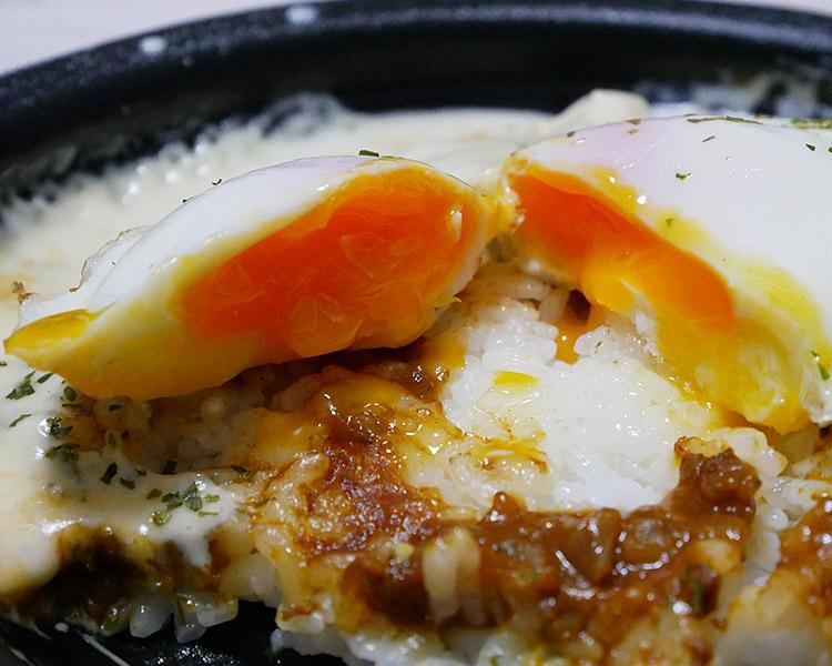 半熟玉子チーズソースキーマカレー(398円)