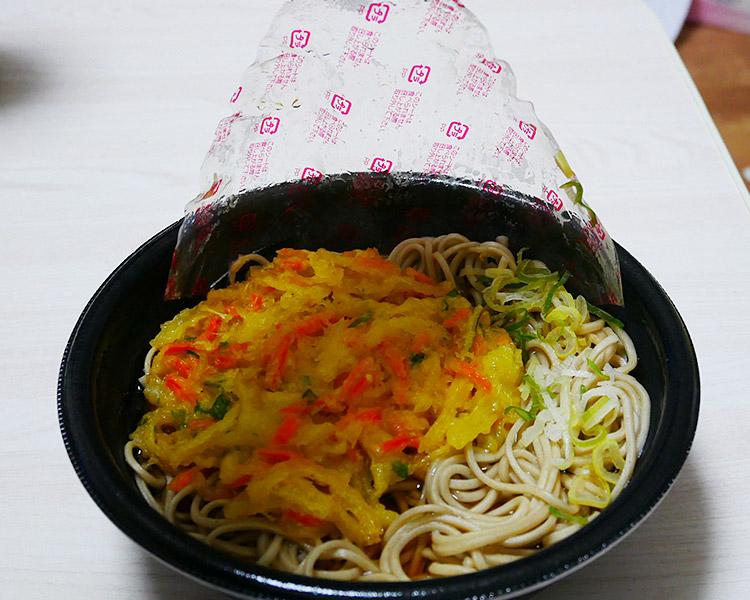 まいばすけっと「大きな野菜かき揚げ蕎麦(321円)」