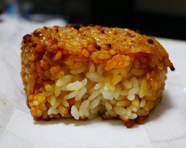 香ばしい醤油の焼おにぎり(110円)