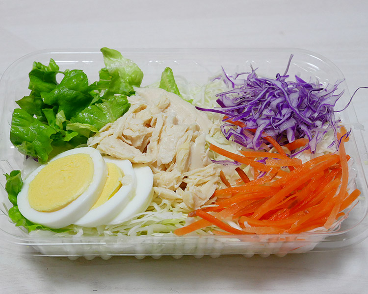 ローソン「玉子と蒸し鶏のサラダ(198円)」