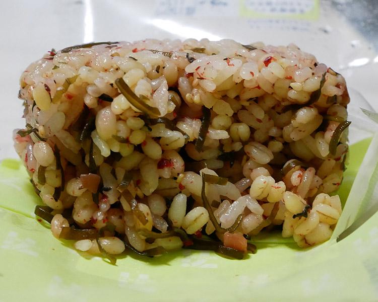 セブンイレブン「もち麦もっちり!梅こんぶおむすび(120円)」