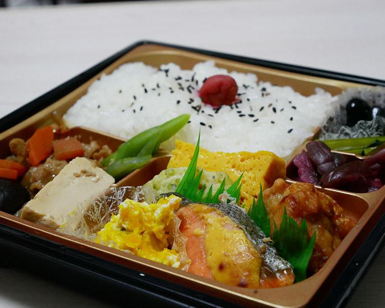 牛すき煮と銀鮭の幕の内弁当(598円)