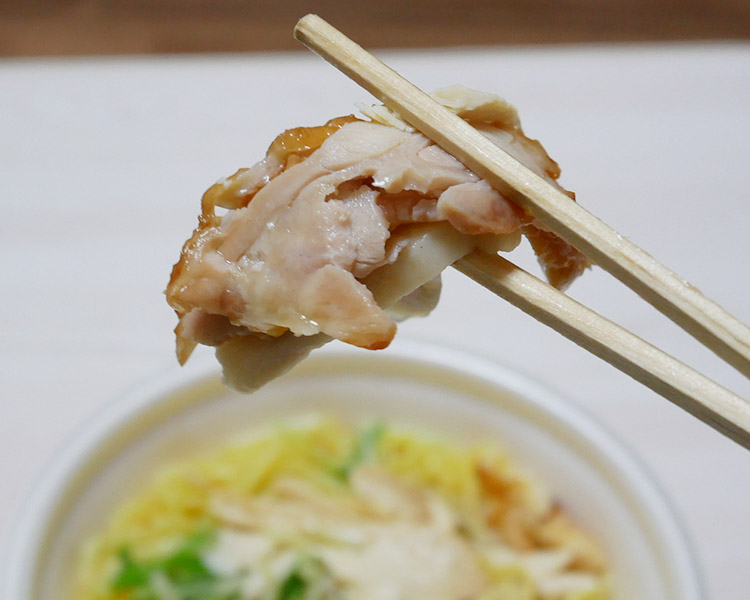 肉麺!鶏塩そば[チキン3種盛り](530円)