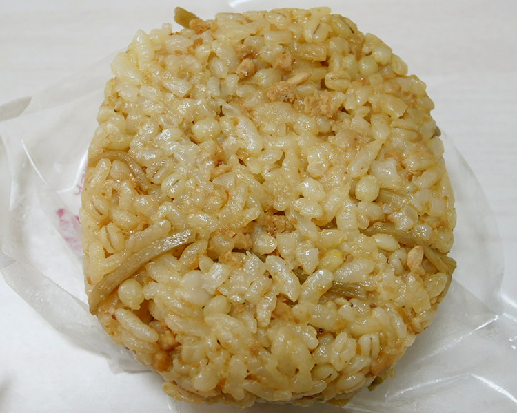 まいばすけっと「もち麦入り きんぴら鶏そぼろおにぎり(105円)」