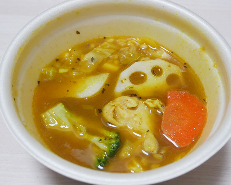 ローソン「彩り野菜とチキンのスープカレー(399円)」