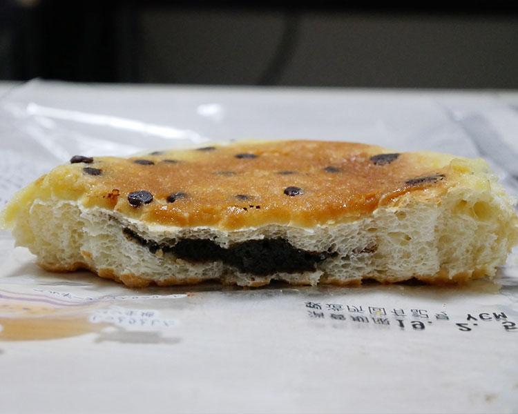 ミニストップ「チョコチップ平焼きメロンパン(129円)」