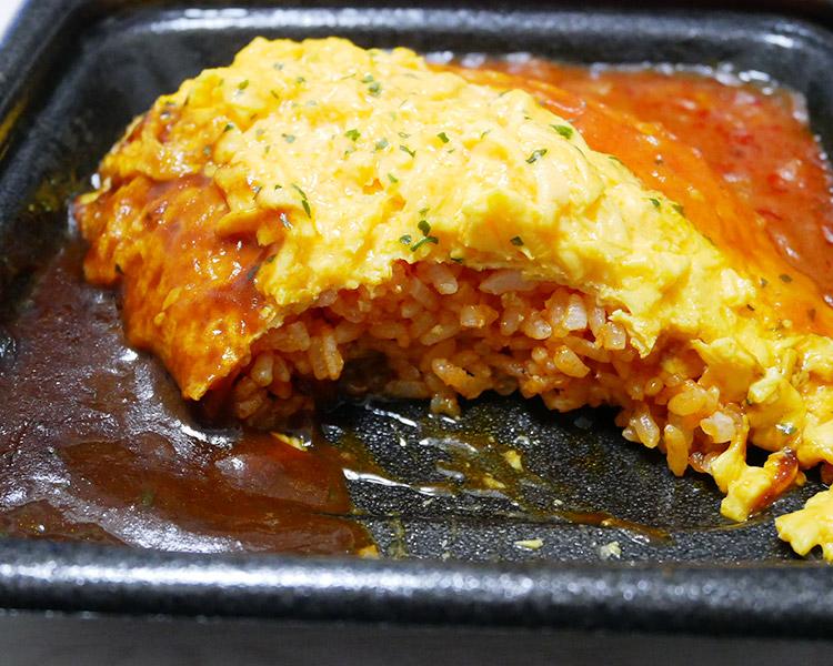 トマト&デミソースのふんわりオムライス(480円)