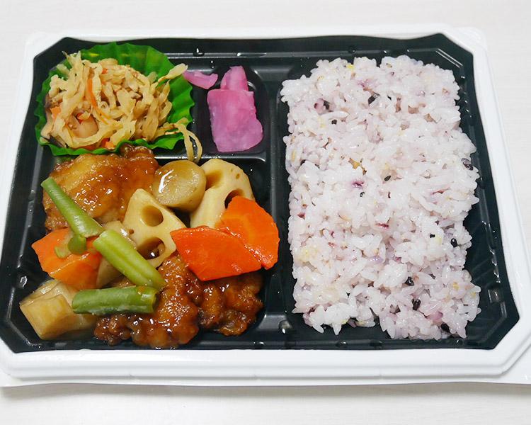 まいばすけっと「鶏と野菜の黒酢あんと雑穀米弁当(397円)」