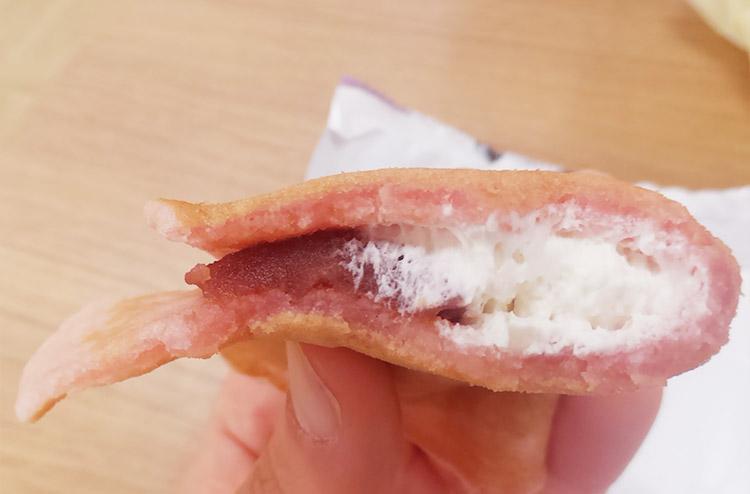 セブンイレブン「うす~い和もっち巻き桜ホイップ&こしあん(145円)」
