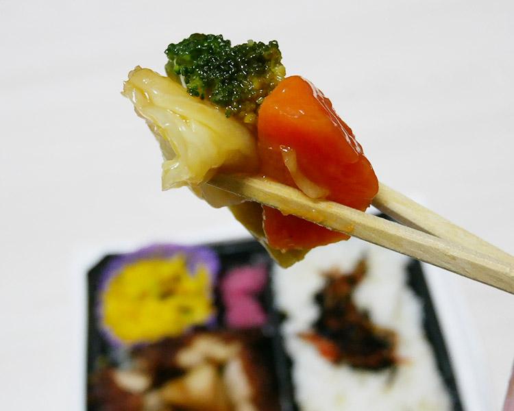 まいばすけっと「鶏の竜田揚げと野菜の甘酢あん弁当(397円)」