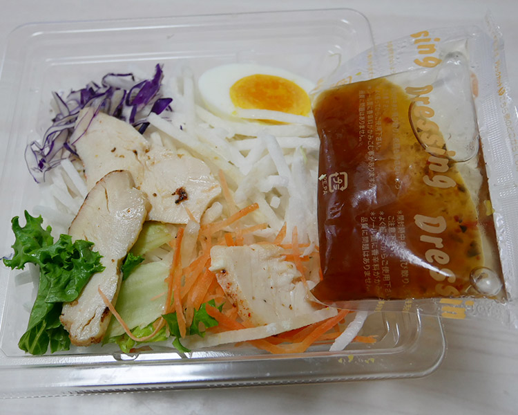 デイリーヤマザキ「1/2日分野菜!チキンとたまごのサラダ(368円)」
