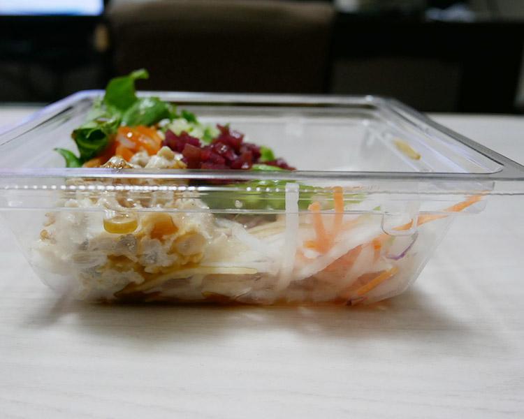 ローソン「豚肉とカリカリ梅のサラダ(298円)」