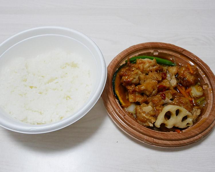 ファミリーマート「だし醤油が決めて!5種野菜と和風唐揚丼(498円)」