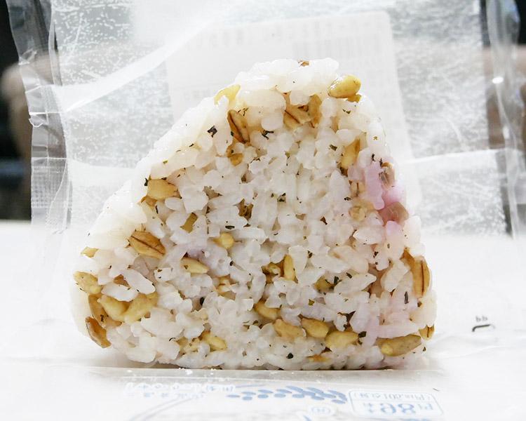 まいばすけっと「スーパー大麦おにぎり 梅ゆかり(105円)」