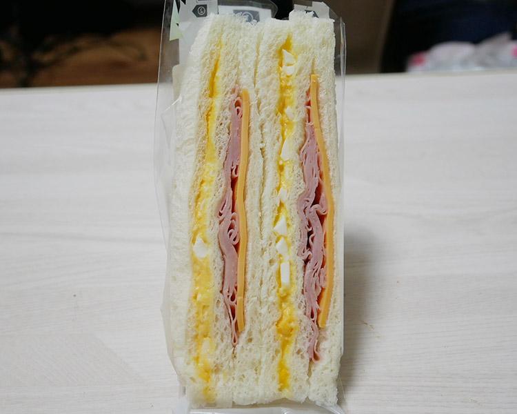 ファミリーマート「ハムチーズたまごサンド(220円)」