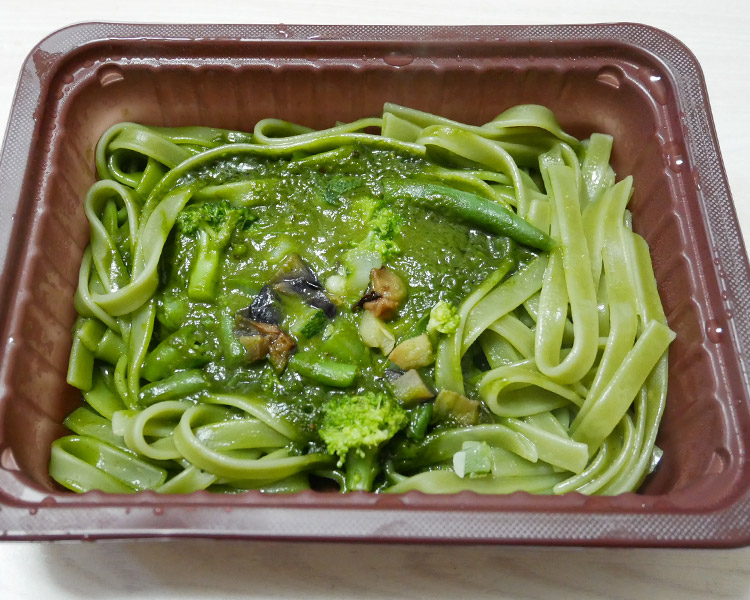 ローソン「冷凍食品 野菜を食べる生パスタほうれん草クリーム(298円)」