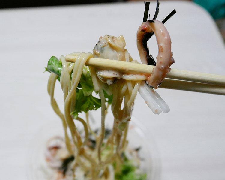 ファミリーマート「イカ・海老・あさりの明太パスタサラダ(354円)」