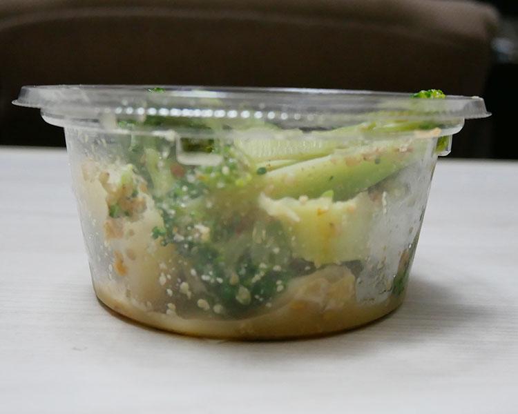 セブンイレブン「国産ブロッコリーとキャベツのごま和えサラダ(235円)」