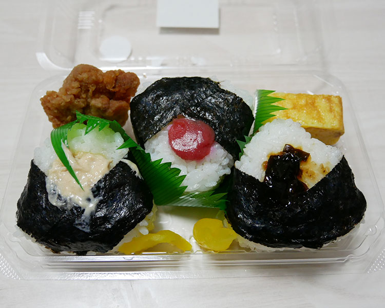 ファミリーマート「3種おむすびとおかずセット(298円)」
