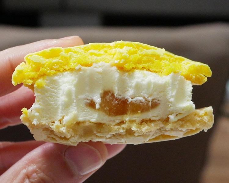 セブンイレブン「クリームチーズマカロンアイス(257円)」