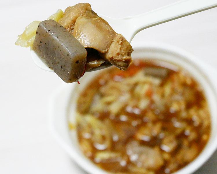 セブンイレブン「1/2日分の野菜!具たっぷり鶏味噌鍋(496円)」