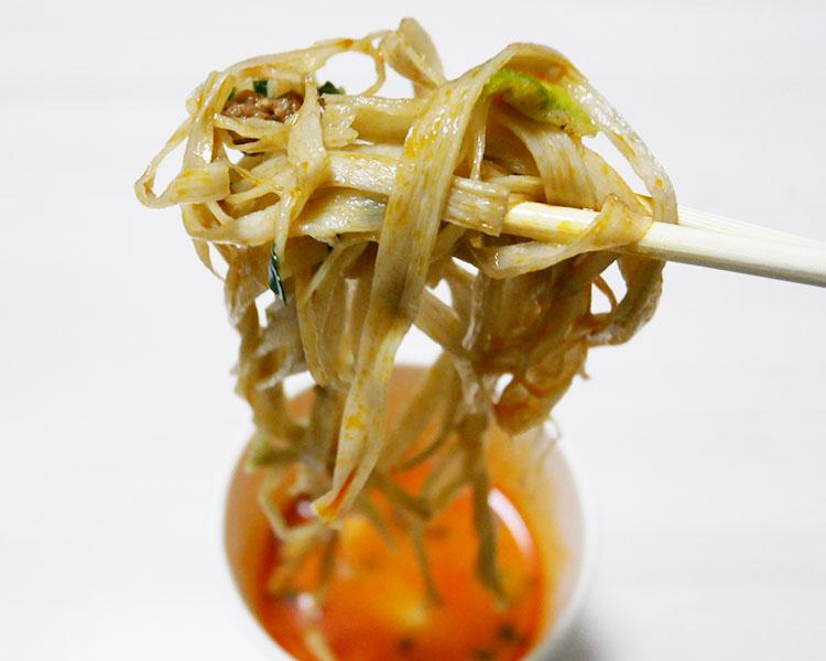 セブンイレブン「ごぼうをそのまま麺にした 豆乳坦々風スープ(192円)」
