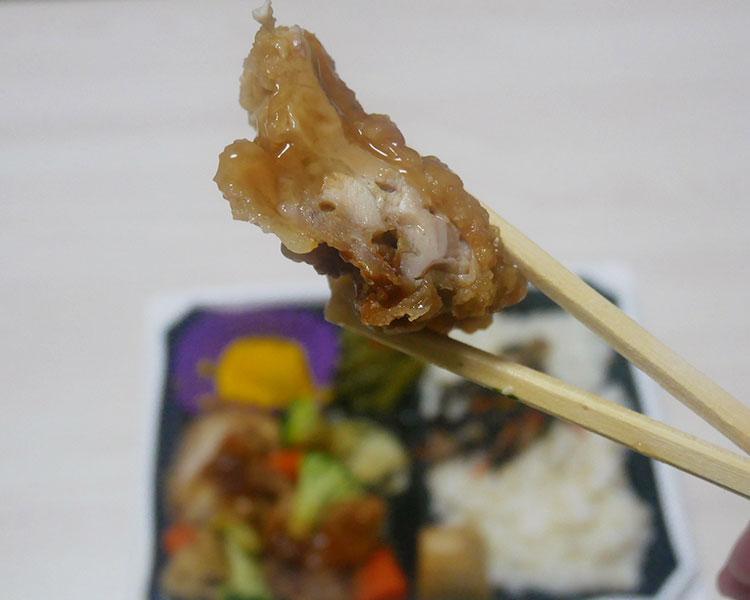 まいばすけっと「半日分緑黄色野菜と鶏竜田甘酢あん弁当(429円)」